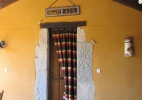 Dormitorio de matrimonio en amarillo