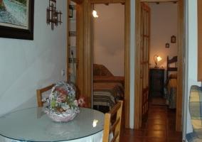 Mobiliario en madera presente en un dormitorio