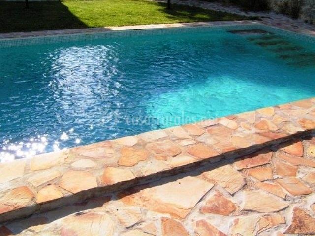 Cortijo la alberquilla casas rurales en illora granada for Bordillo piscina