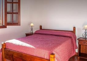 Dormitorio con cama de matrimonio.JPG