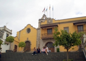 Iglesia de San Agustín y ayuntamiento