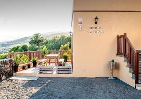 Terraza y fachada de la vivienda
