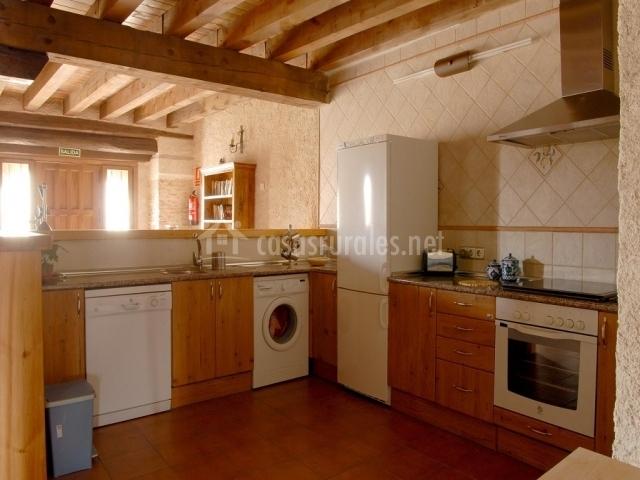 La caseria i en mozoncillo segovia for Mueble lavadora cocina