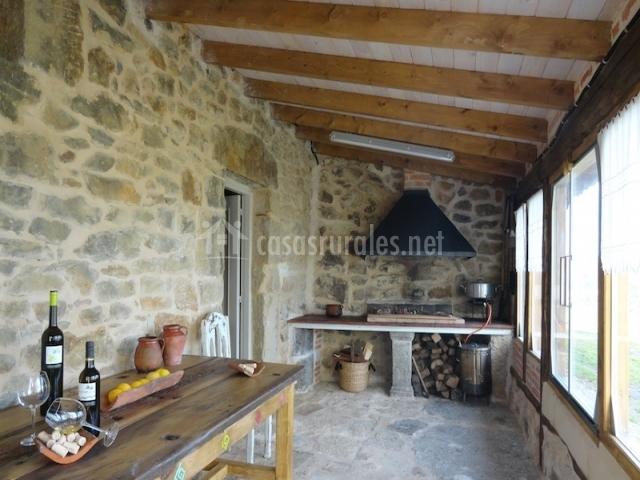 Casa rural bodegas vidular en vidular cantabria - Porches con barbacoa ...