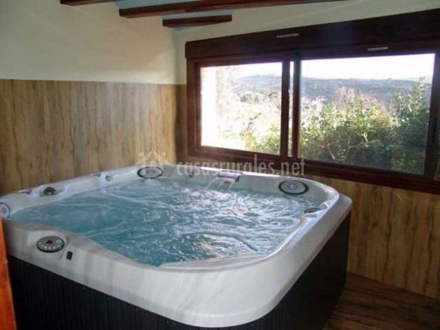 Apartamento sanz mallata en asque huesca for Jacuzzi 8 personas