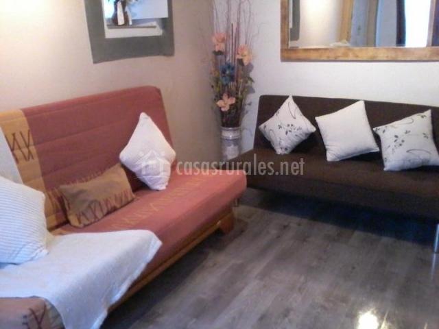 Casa noe en biescas huesca for Sala de estar noche