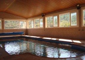 La alargada piscina