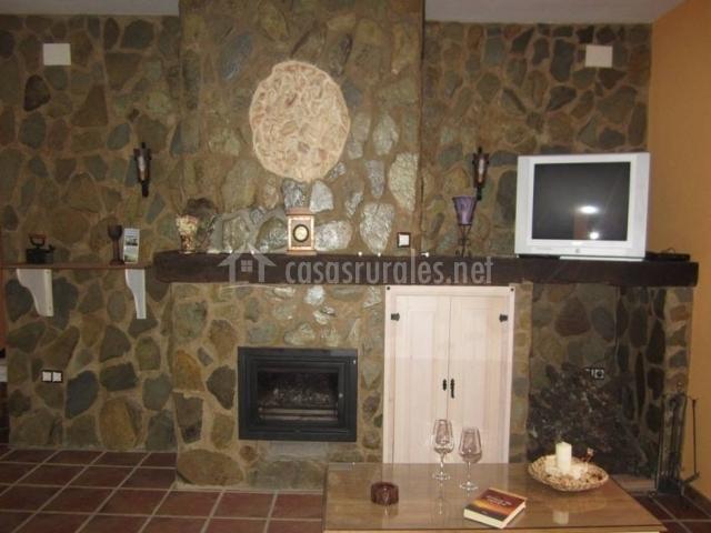 Los molinos casa de piedras en fuentes de leon badajoz for Salon de piedra