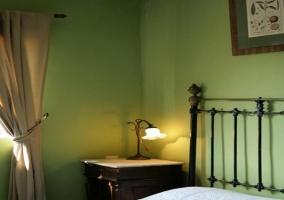 Habitación con paredes de color verde