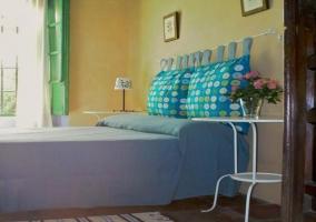Dormitorio con 2 mesillas de noche