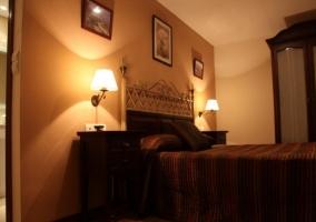 Dormitorio en tonos tierra amplio
