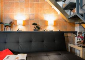 Sala de estar y escaleras