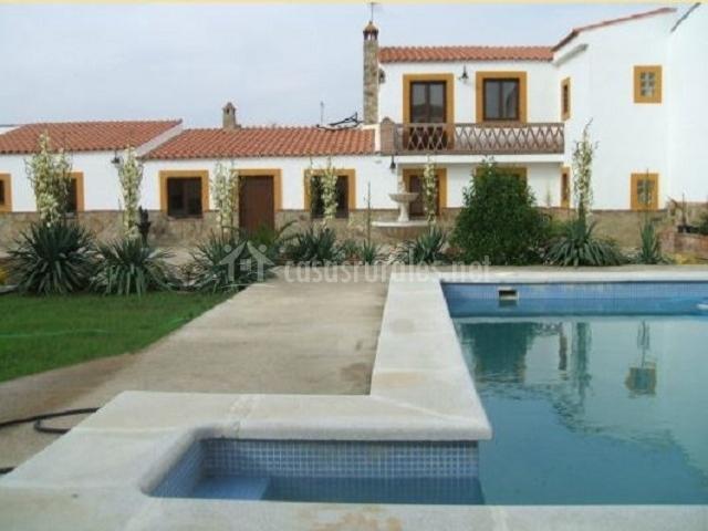 Casa manol n ii en brovales badajoz for Casas rurales en badajoz con piscina