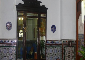 Recibidor con puertas preciosas