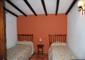 Habitación con 2 camas individuales
