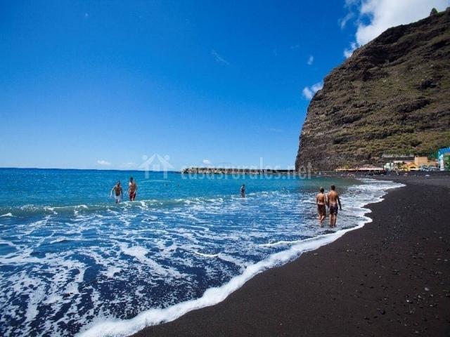 Azules aguas de la playa de Tazacorte