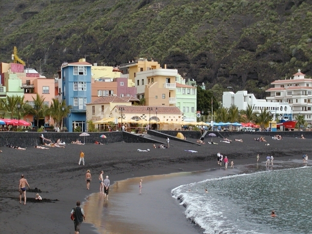 Playa y encantador pueblecito de Tazacorte