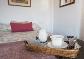 Bandeja de desayuno en el dormitorio
