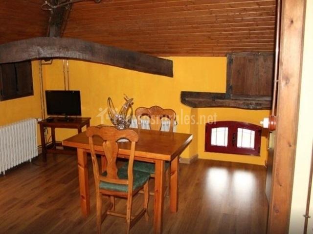 Buhardillas casa josefita en villamayor pilo a asturias - Muebles salita de estar ...
