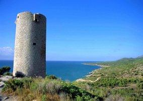 Torre de Sierra de Irta, en la costa