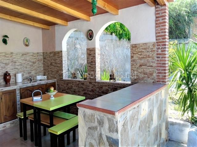 Casa la ronda en jodar ja n for Barbacoa patio interior