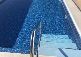 La piscina con escaleras