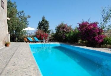 Casas rurales con piscina en arico el nuevo for Casas rurales en el sur de tenerife con piscina