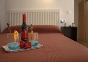 Dormitorio de matrimonio con mesillas