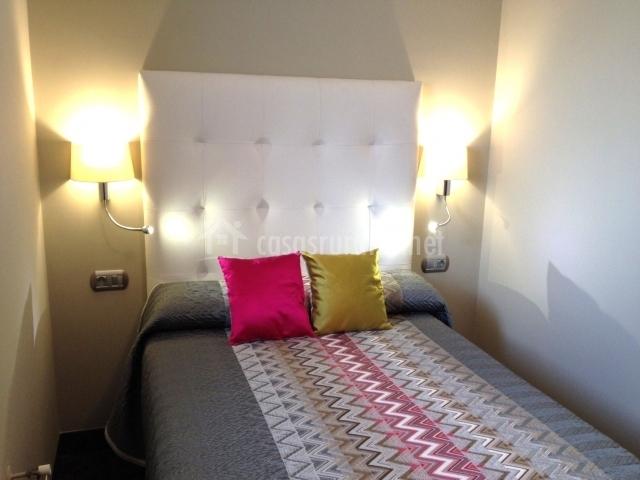 Dormitorio decorada con colores grises