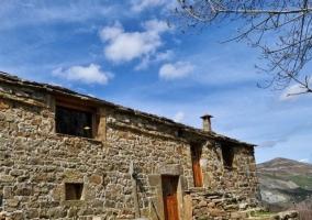 La cabaña y su entorno