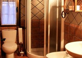 Aseo con ducha en apartamento 3