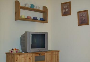 Televisión y mueble