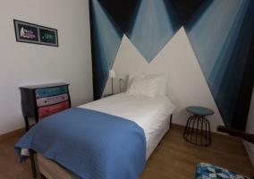 Dormitorio individual azul