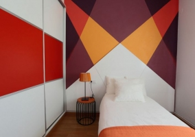 Dormitorio individual naranja