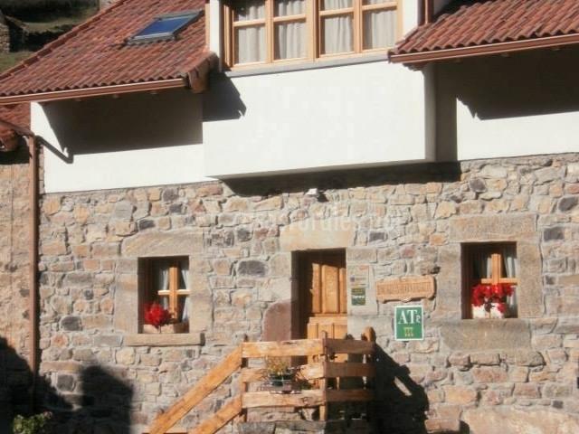 Casa suso en perlunes asturias - Casa tradicional asturiana ...