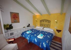 Habitación doble con alfombras