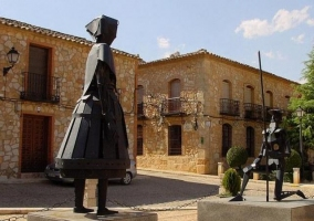 Esculturas cervantinas de El Toboso