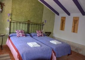 Dormitorio doble muy colorido