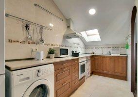 Cocina con lavadora