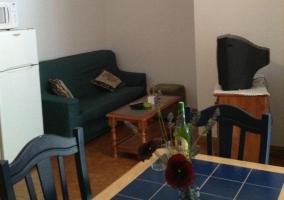 Sala de estar y mesa de comedor