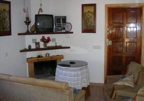 Sala de estar con cómodos sillones
