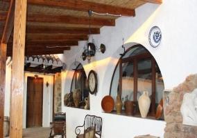 Porche con techo de madera