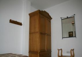 Habitación triple con ventana
