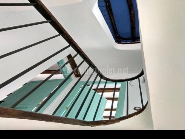 La casa de los pedros en villar cantabria for Escaleras villar