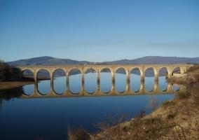 Vista del pantano del Ebro