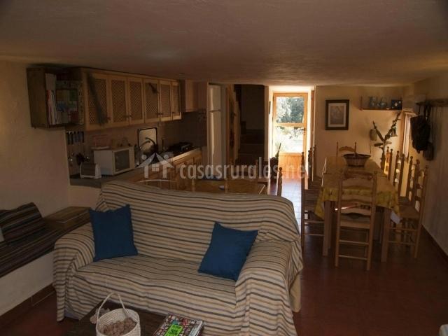 El refugio en yeste albacete for Sala de estar y cocina