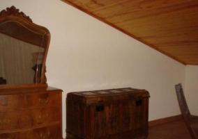 Cocina de la casa con encimera de madera