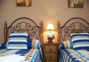 Dormitorio decorada con colores ocres