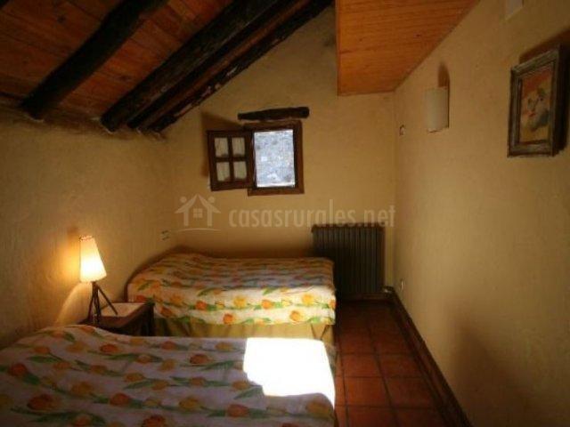 Dormitorio doble con luminosidad