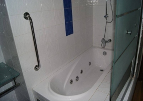 Bañera de hidromasaje en aseo